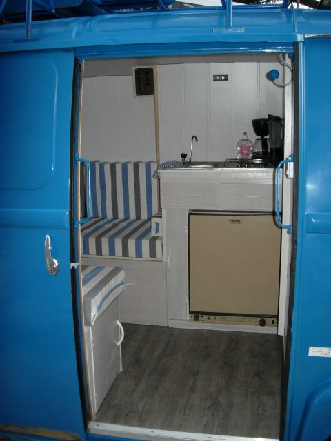 Restauration et am nagement en camping car d 39 une estaf for Interieur estafette